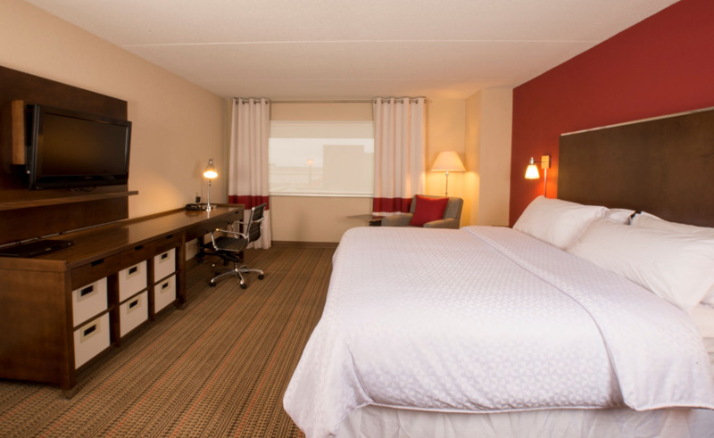 sheraton four points winnipeg airport king guest room