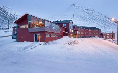 spitsbergen hotel exterior