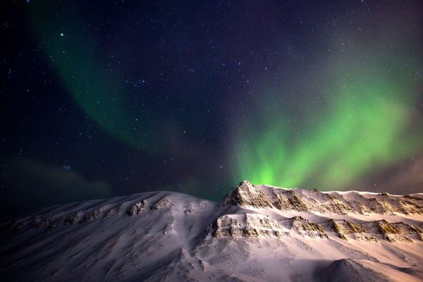 svalbard aurora over mountains wg