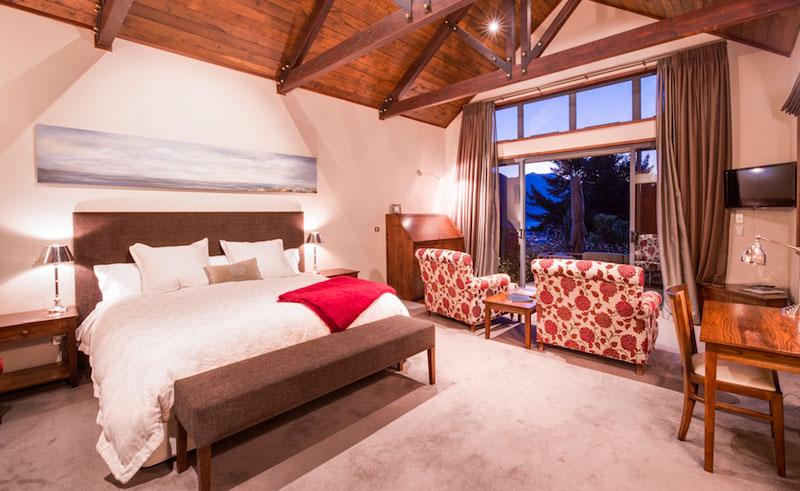 tin tub wanaka lodge bedroom