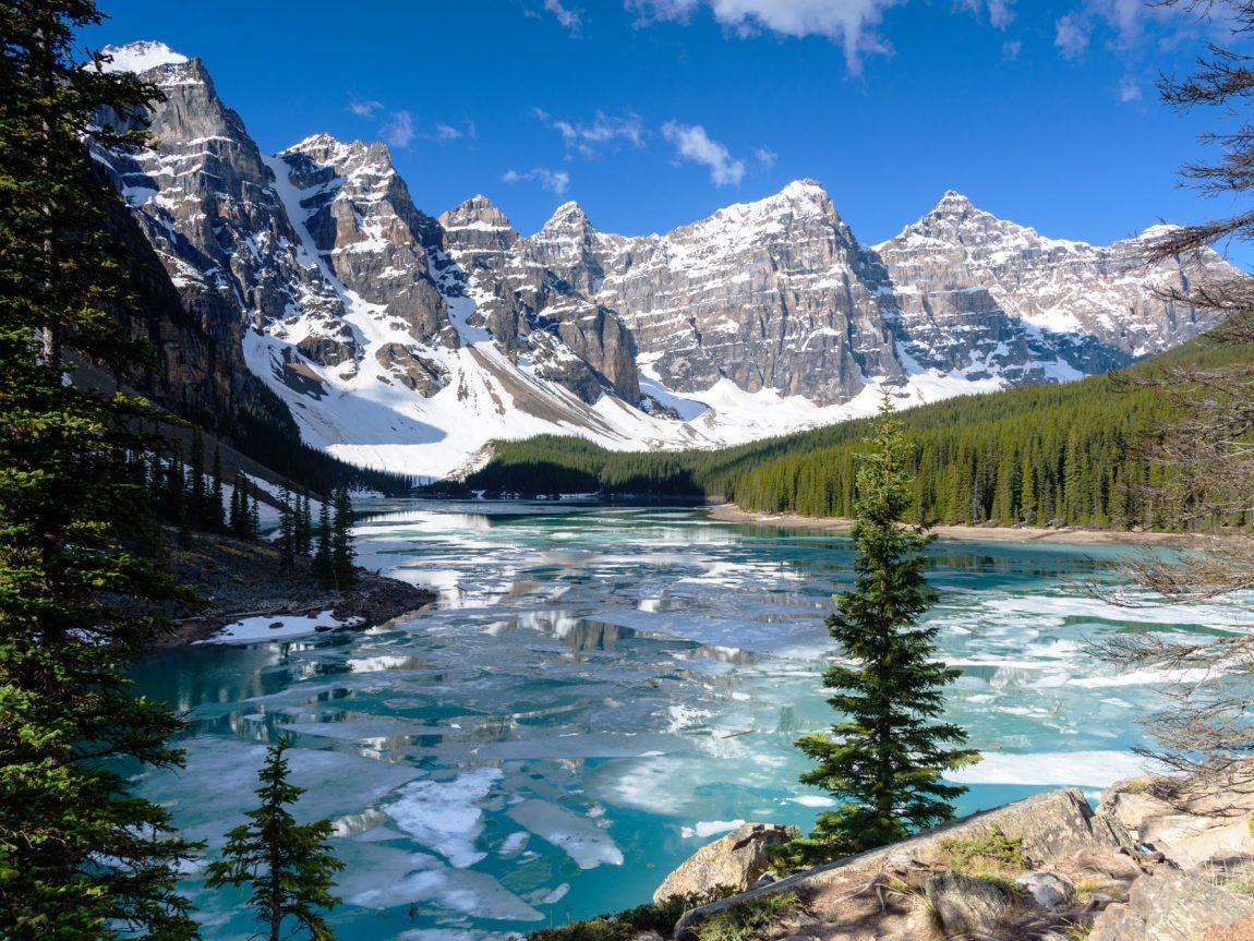 canada alberta moraine lake valley 10 peaks winter istk