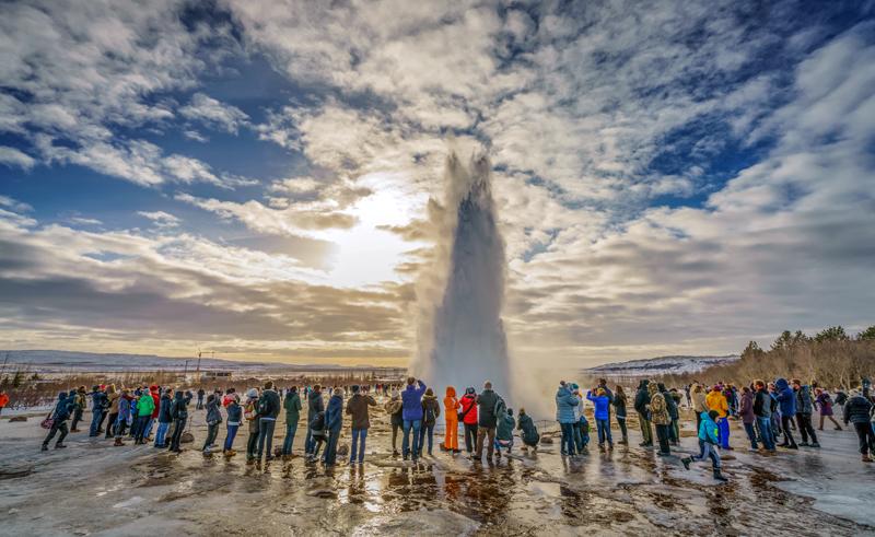 iceland golden circle group watching strokkur erupting