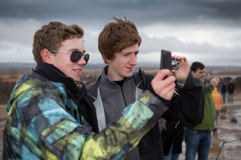 iceland students photographing rth