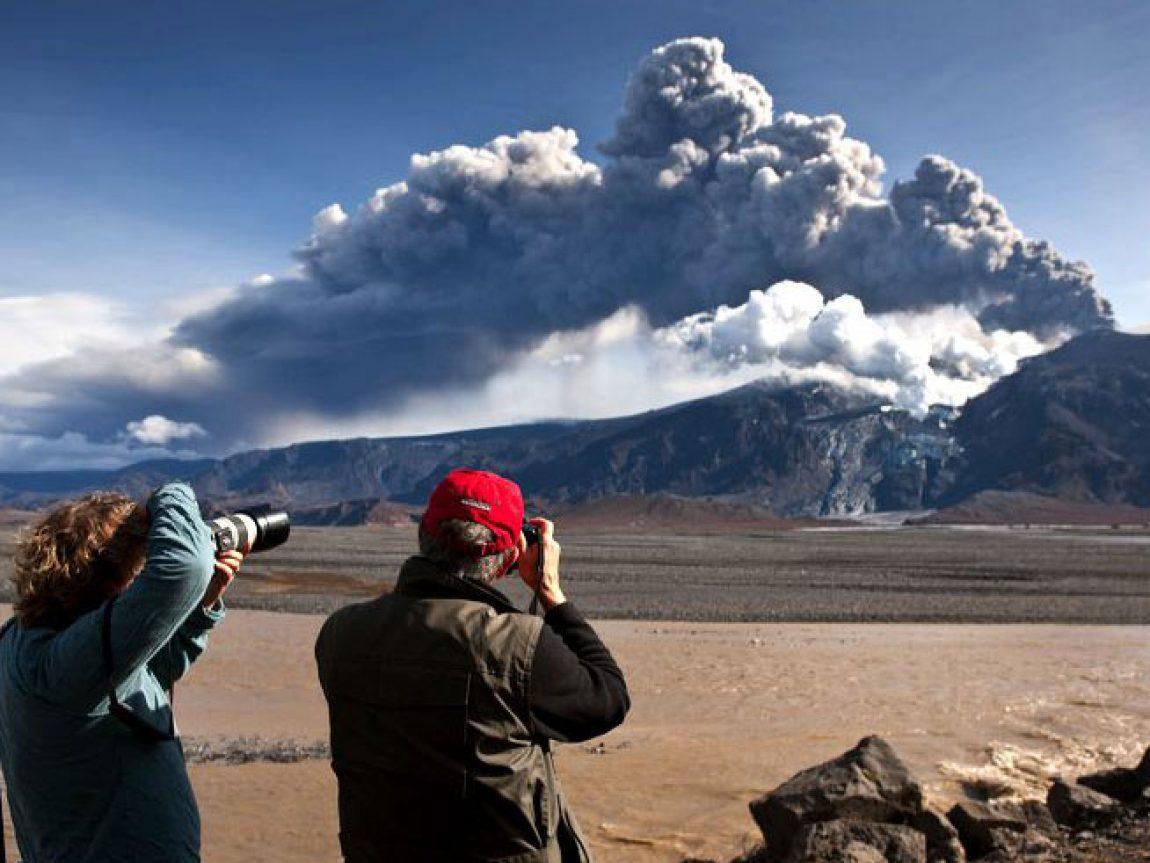 iceland volcano erupting rth
