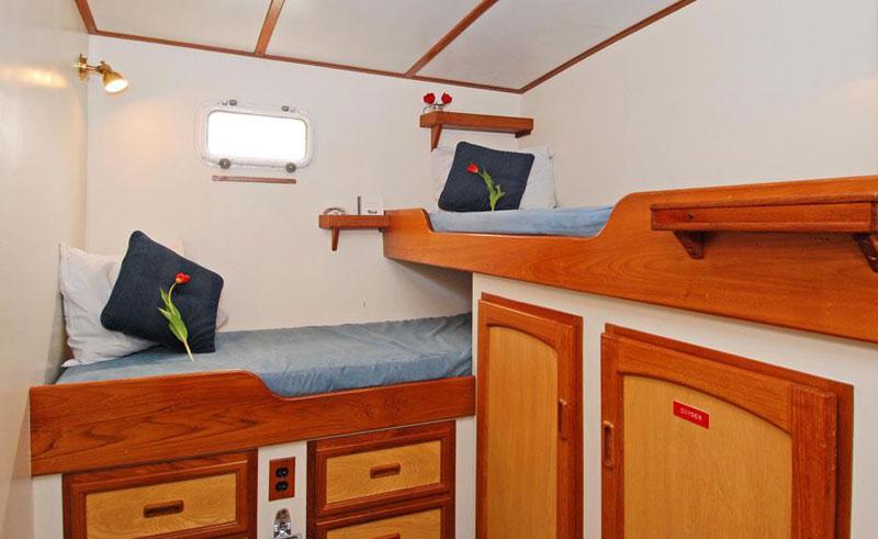 island roamer cabin2