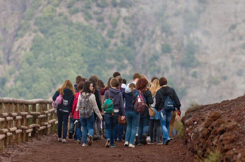 italy naples vesuvius student group rth