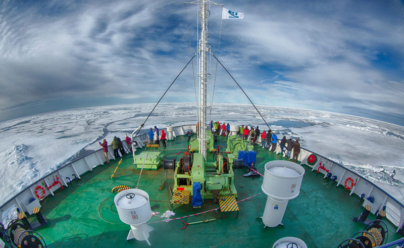 ortelius cruising and sightseeing in icy waters
