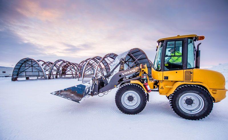 swedish lapland building ice hotel