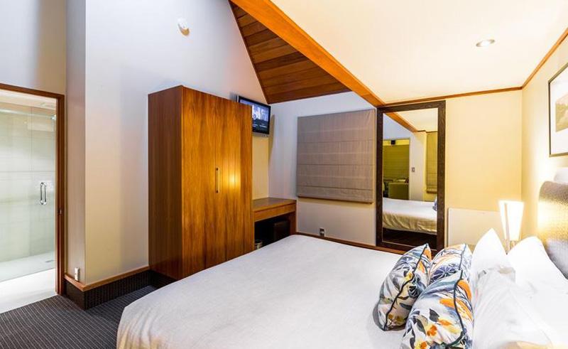distinction te anau hotel and villas bedroom