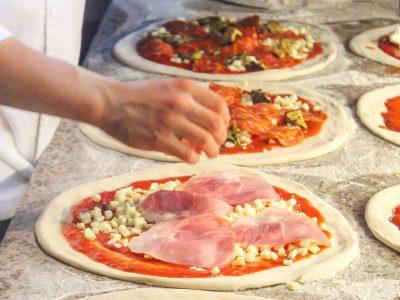 italy preparing pizza istk