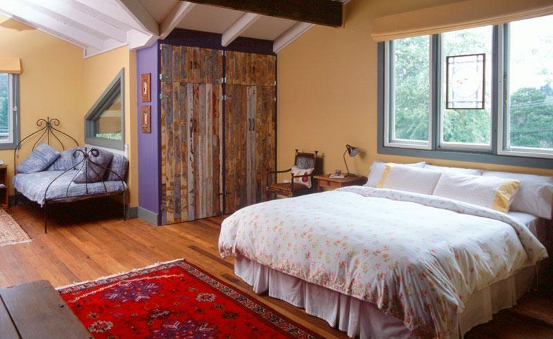 old leura dairy straw bale bedroom