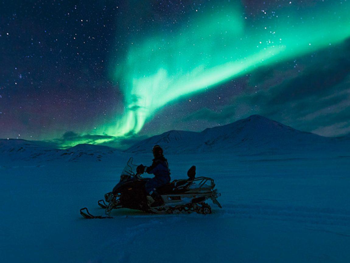 svalbard northern lights snowmobile safari htgrtn