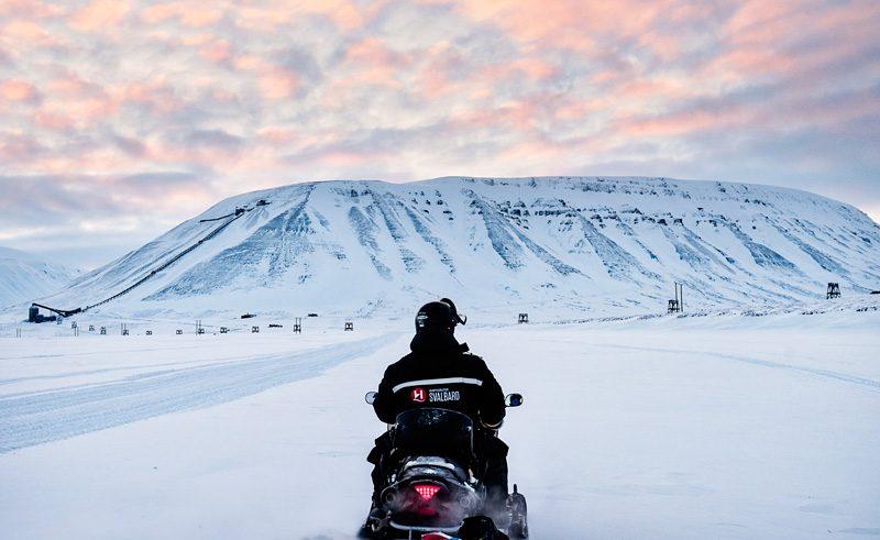 svalbard snowmobile safari htgrtn
