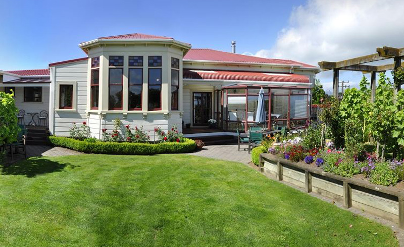 villa heights bb back garden