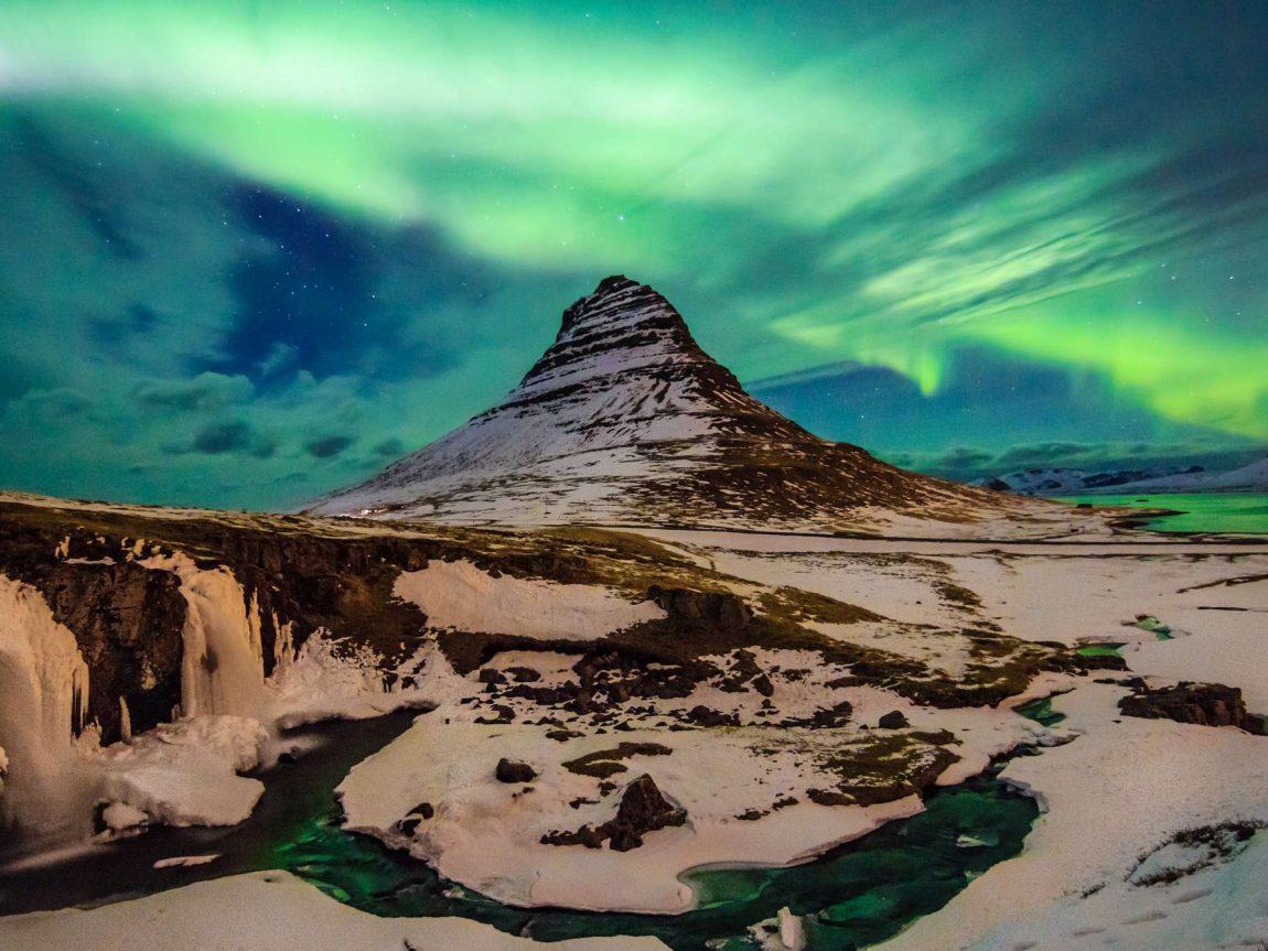 iceland snaefellsnes kirkjufell bright aurora istk