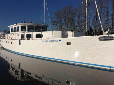 island solitude moored blwtr