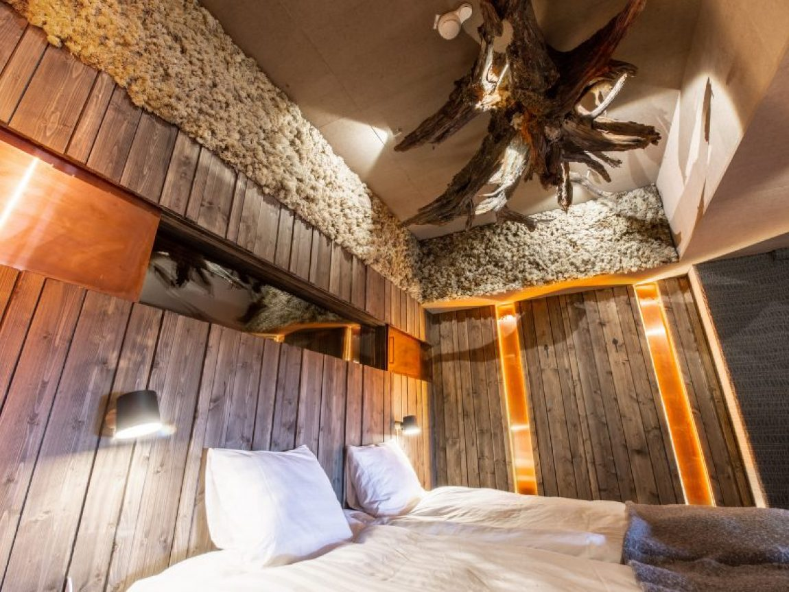 iso syote bear cave jacuzzi suite living room 1