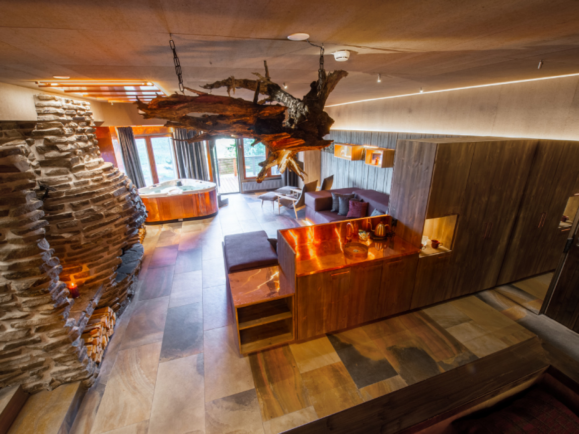 iso syote bear cave jacuzzi suite living room