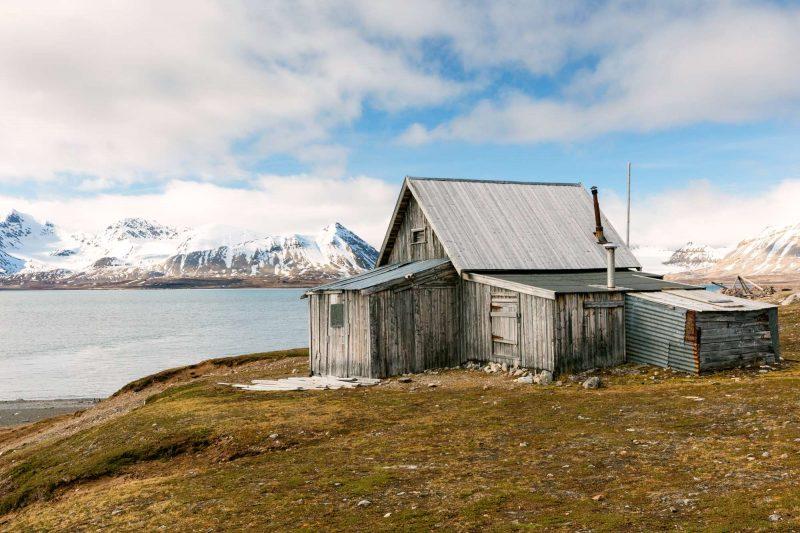 arctic spitsbergen ny london abandoned wooden hut krossfjord istk