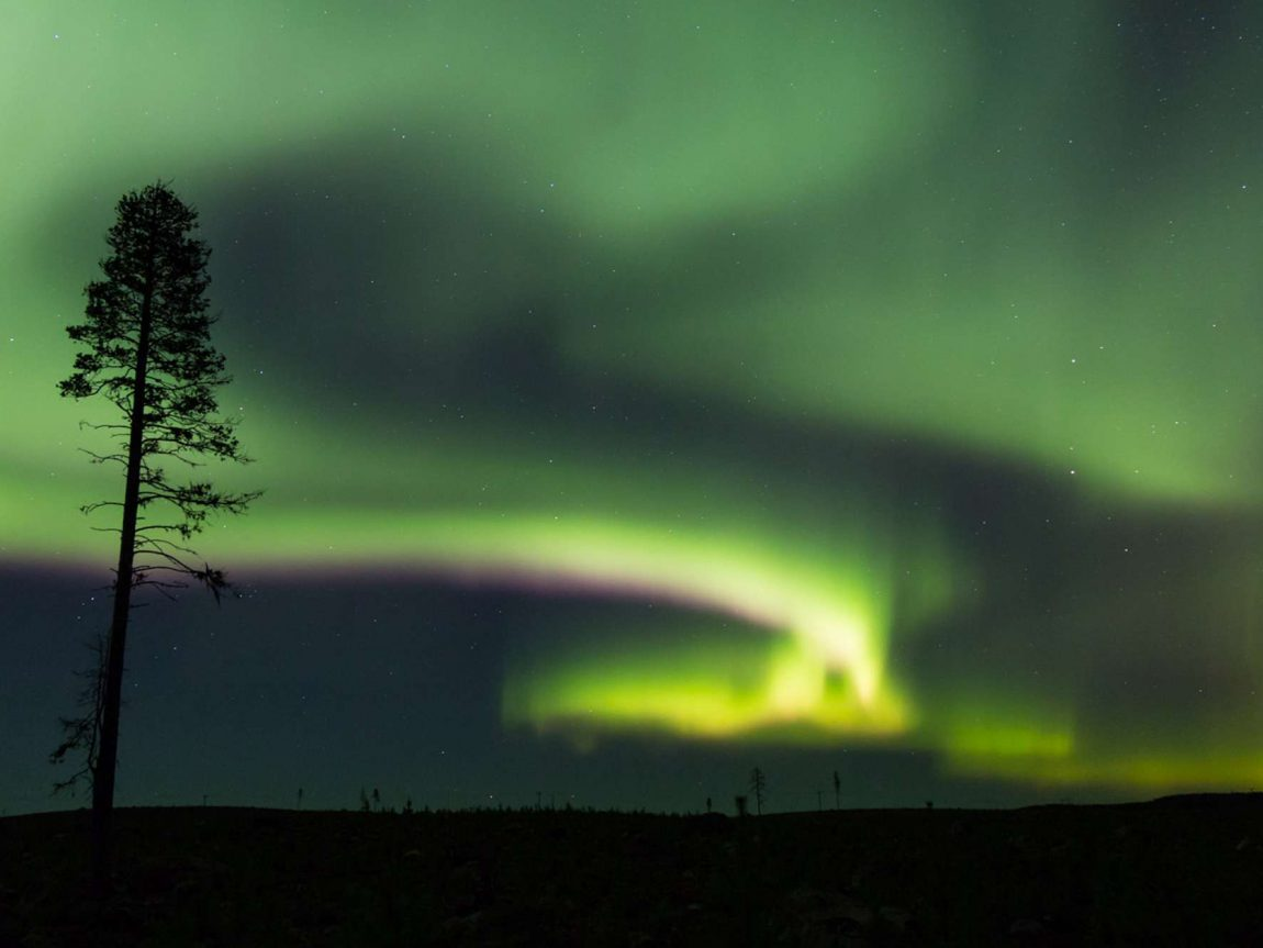 swedish lapland loggers lodge northern lights photography