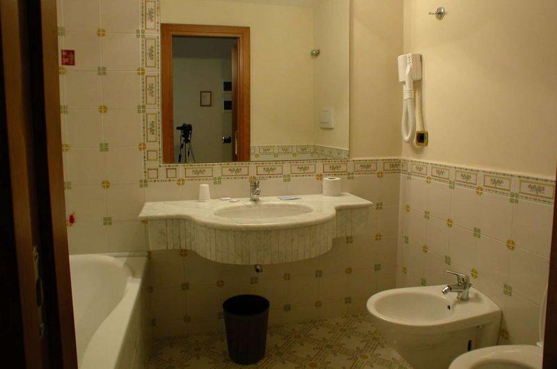 edu bon hotel igea bathroom