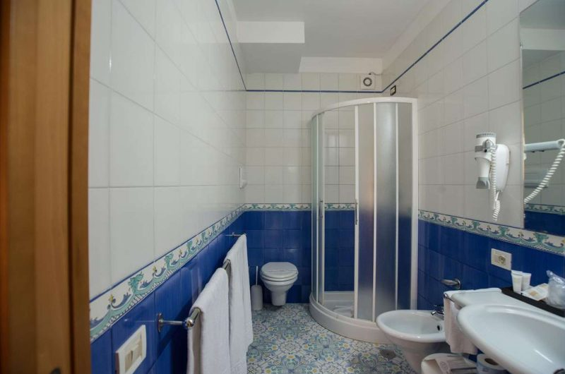 edu bon hotel maria bathroom