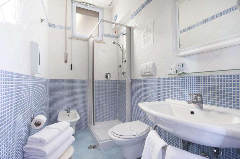 edu bon hotel meridiana bathroom