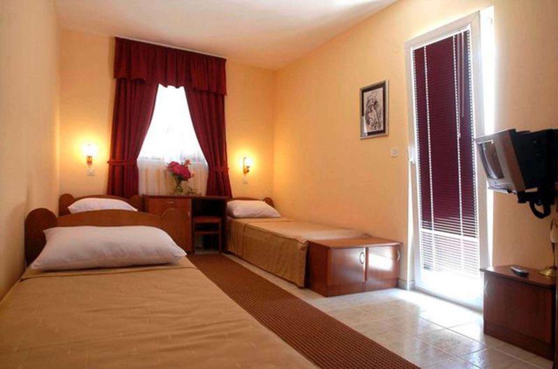 edu mont hotel podostrog bedroom