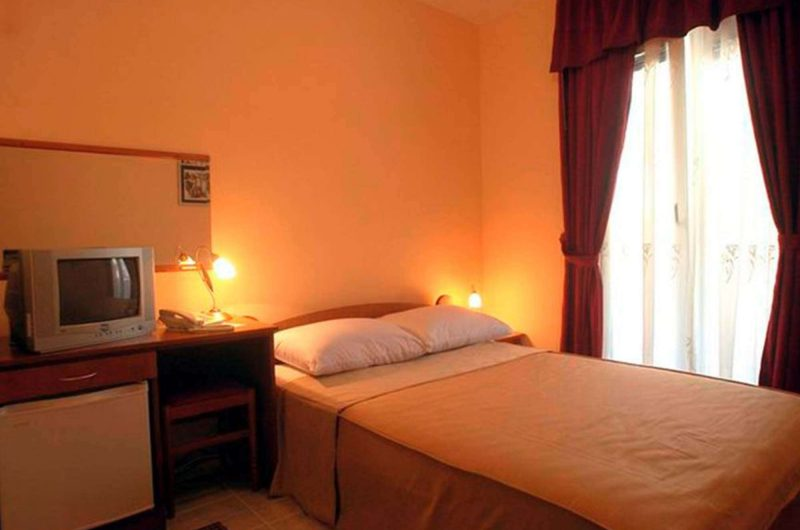 edu mont hotel podostrog bedroom2