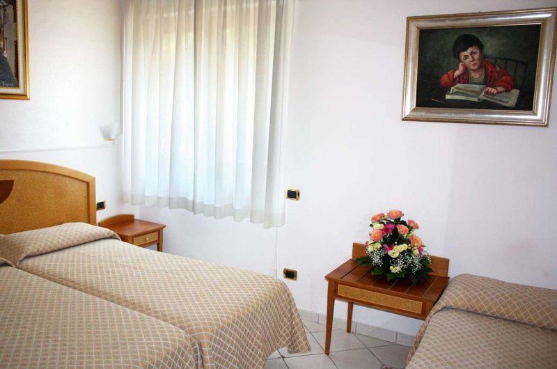edu BON hotel savoia bedroom