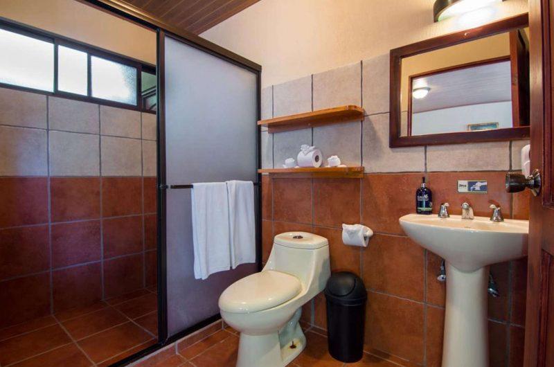 edu costarica hotel monteverde bathroom
