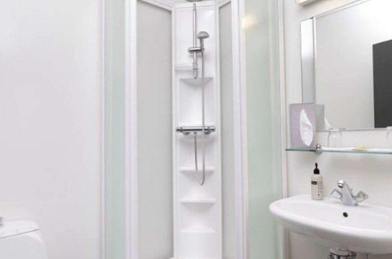 edu iceland hotel Akureyri bathroom