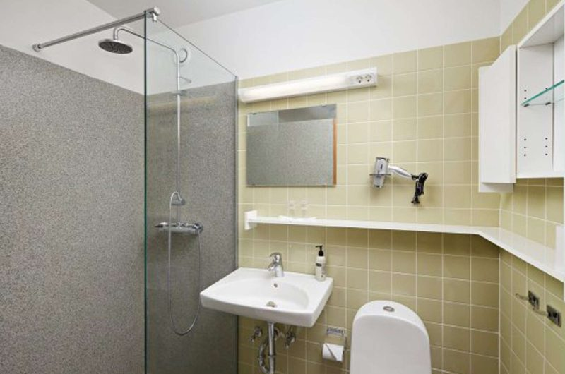 edu iceland hotel IKI bathroom