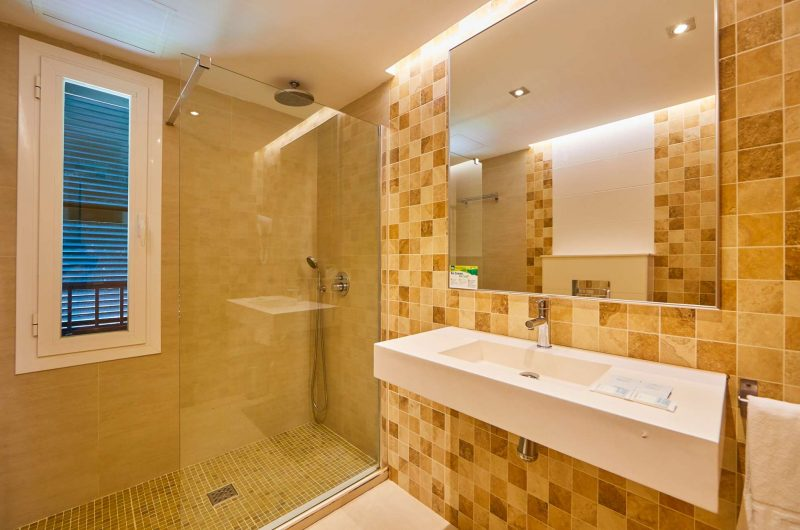 edu mallorca hotel clubpalmabay bathroom