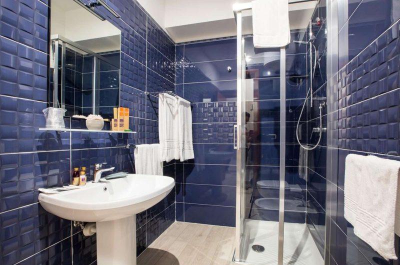 edu BON hotel daisy bathroom