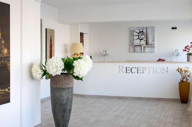 edu BON hotel daisy reception