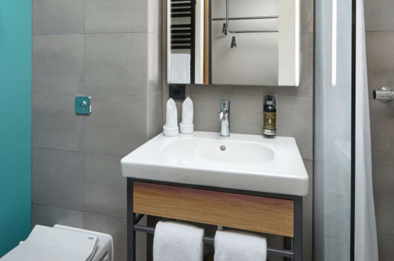 edu iceland hotel Myvatn bathroom