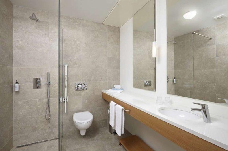 edu iceland hotel hamar bathroom