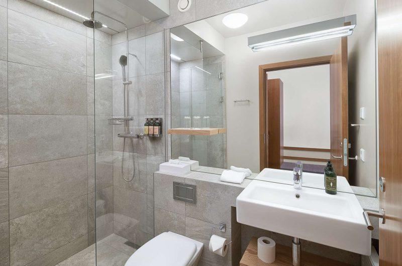 edu iceland hotel herad bathroom