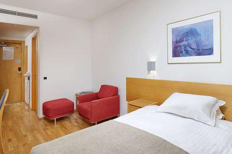 edu iceland hotel natura bedroom