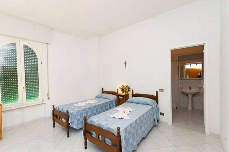 edu rome hotel accoglienza bedroom