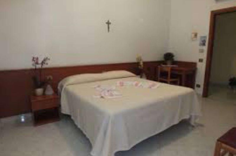 edu rome hotel accoglienza bedroom2