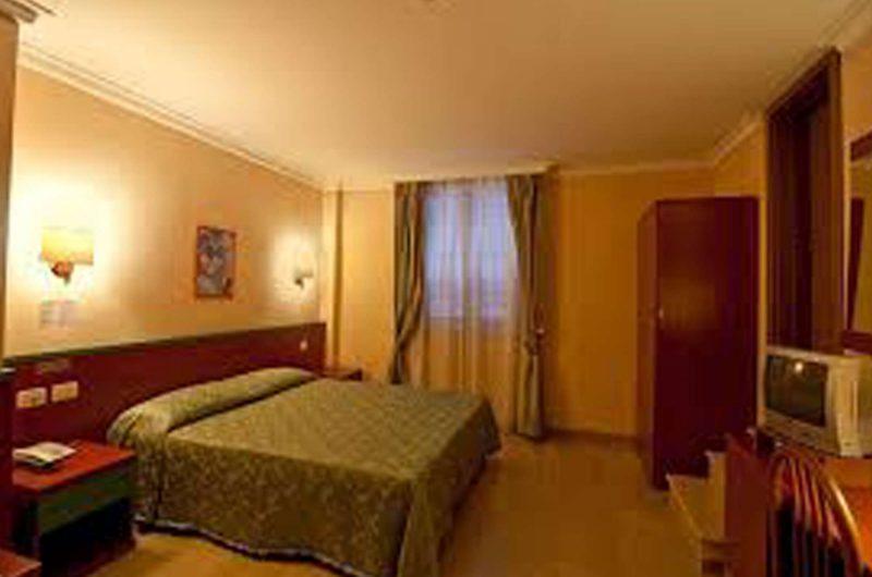 edu rome hotel center bedroom
