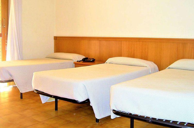 edu rome hotel cinecitta bedroom
