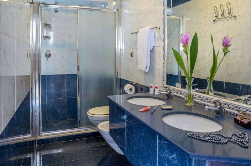 edu rome hotel luciani bathroom