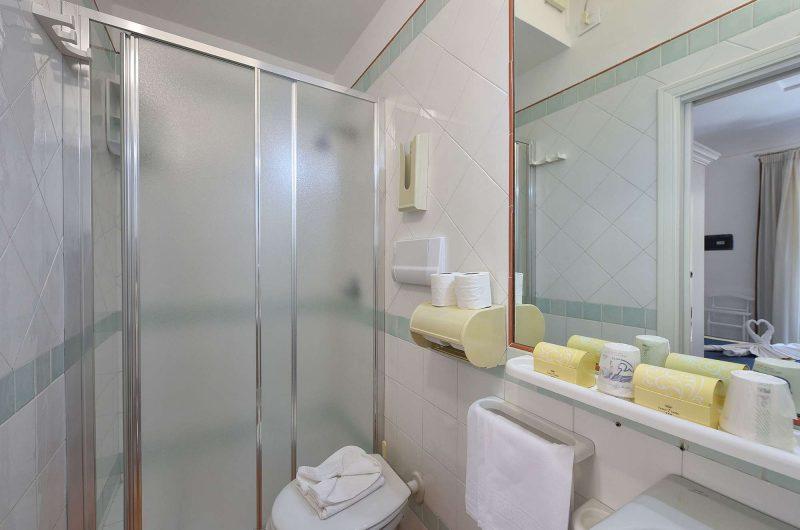 edu rome hotel settebello bathroom