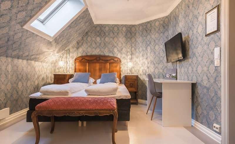bergen gloppen hotel historic bedroom