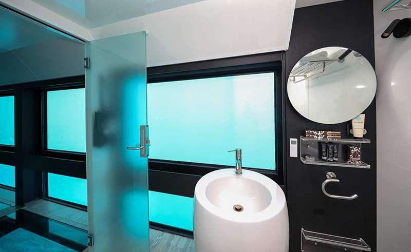 reefsleep reefsuite bathroom whitsundays