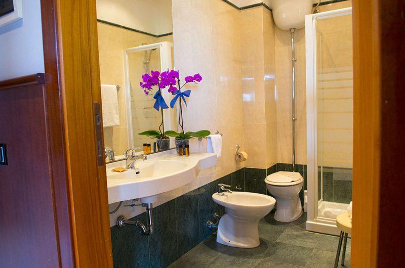 edu hotel dei pini bathroom