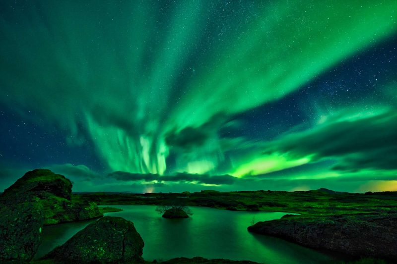 iceland northern lights over lake myvatn rth